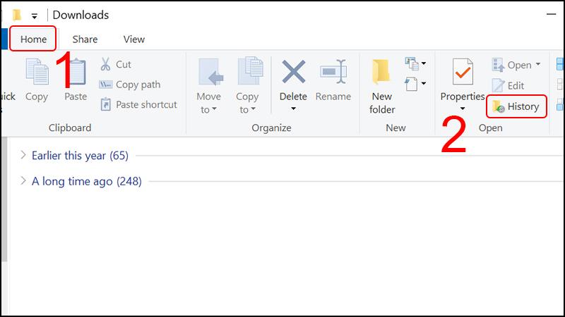 Tại folder chứa file vừa xóa, chọn Home, sau đó chọn History.